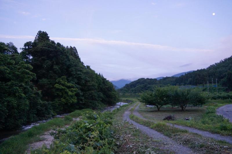 田舎の田んぼ道