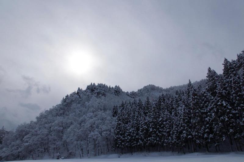th_冬の峠道の運転