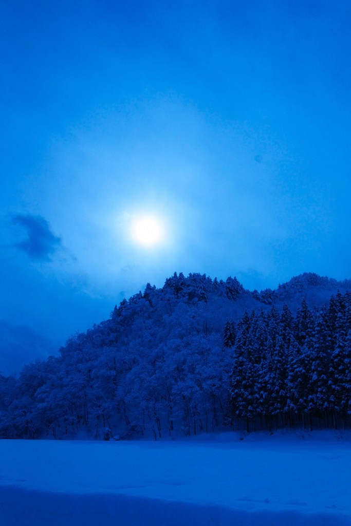 th_冬の峠道の写真