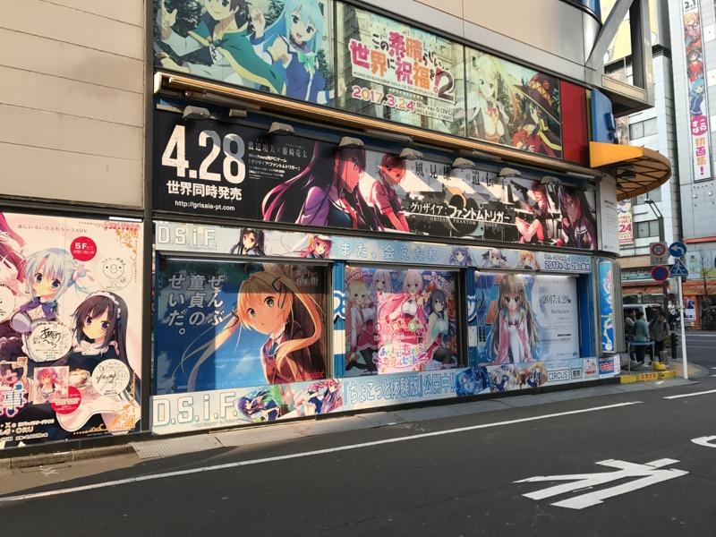 秋葉原 アダルトゲームポスターが貼ってあるソフマップ